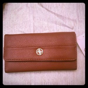 NWT! Beautiful Adrienne Vittadini Brown Wallet